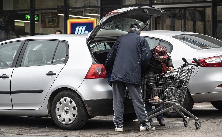 Mennyire pakoljuk meg idén a kocsit? MTI/Szigetváry Zsolt