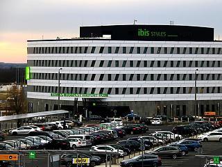 Ez már nagyon kellett Ferihegyre: átadták az új hotelt – ilyen lett