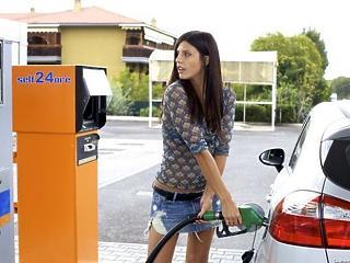 Meghökkentő, mennyivel olcsóbb lesz a tankolás