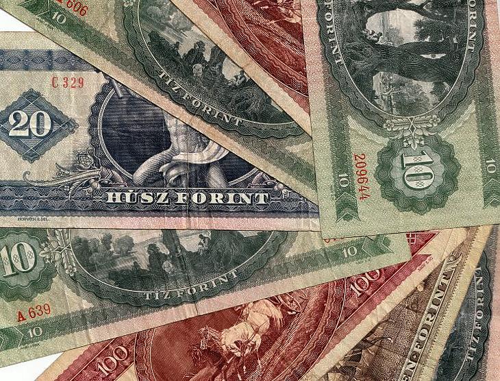 Régi forintbankjegyek. Elinflálódtak.
