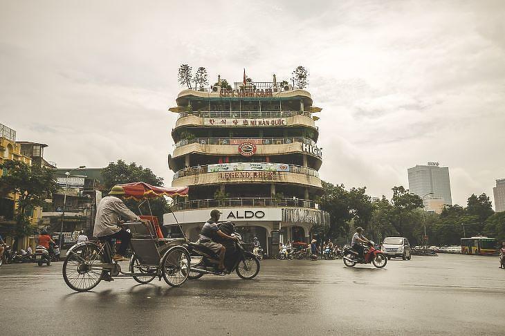 Hanoi egyik forgalmas kereszteződése (forrás: pixabay.com)