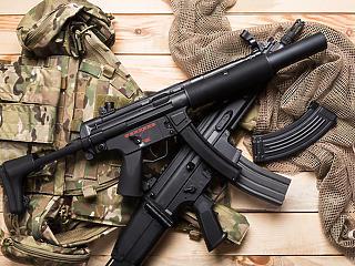 A kormány nem árulja el, mennyiért államosítottak egy fegyver- és ruházati kereskedő céget