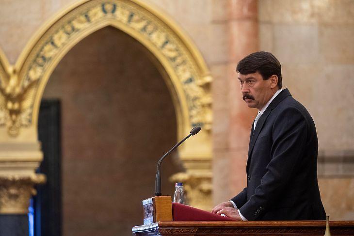 Áder János köztársasági elnök beszédet mond a trianoni békeszerződés aláírásának századik évfordulója alkalmából tartott emlékülésen az Országházban 2020. június 4-én. MTI/Illyés Tibor