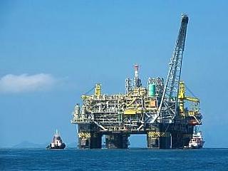 Szabadesés után visszapattant az olaj