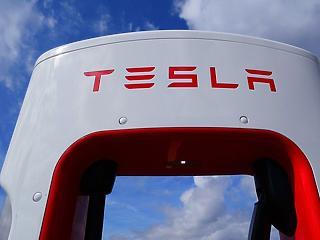 361 feletti euró, Tesla-árrobbanás, Airbnb-remények