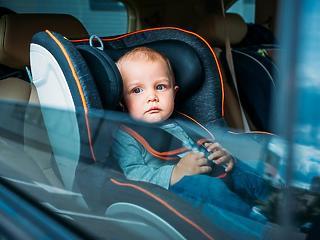 Ne felejtsünk gyereket a felforrósodott autóban! Amerikában törvényt hoznának