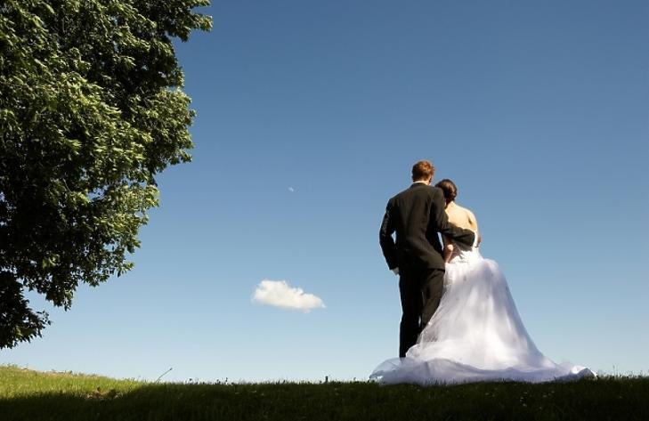 Tovább fogy a magyar, de berobbant a házasodási kedv