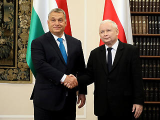A rebellis Varsó és Budapest most az EU pénzek felfüggesztésével szembesül