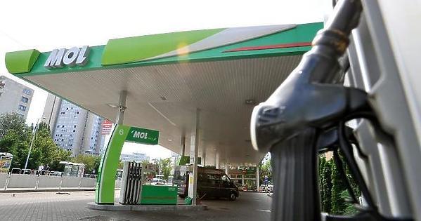 A gyenge forint újabb rekordszintekre löki a hazai üzemanyagárakat
