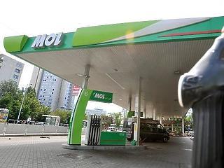 A gyenge forint újabb rekordszintekre lökte a hazai üzemanyagárakat