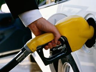 Új világ köszönt az autósokra - itt a 400 forintos üzemanyagár