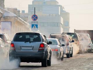Több tízezer autót tilthatnak ki a német városokból