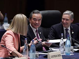 Kína megtörte Kanadát – kirúgták a harcias külügyminisztert