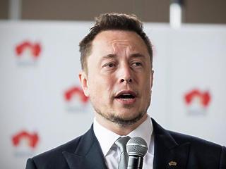 A Tesla vezér twittjére megint robbant az árfolyam, pedig van gondja neki is