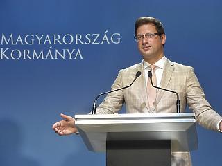 A költségvetésből pótolják a hiányzó uniós ezermilliárdokat, jelentette be Gulyás Gergely