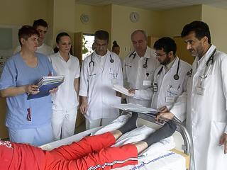 Kemény szócsata alakult ki a kórházak körül: valamire készül a kormány
