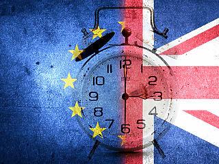 Theresa May hivatalosan is kérte a Brexit elhalasztását