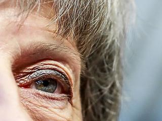 Borulhat a Brexit-alku, May szemmel verte Junckert