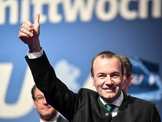 Kényes küldetést hajt végre Weber Budapesten