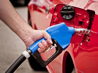 Péntektől tovább esik a benzin ára