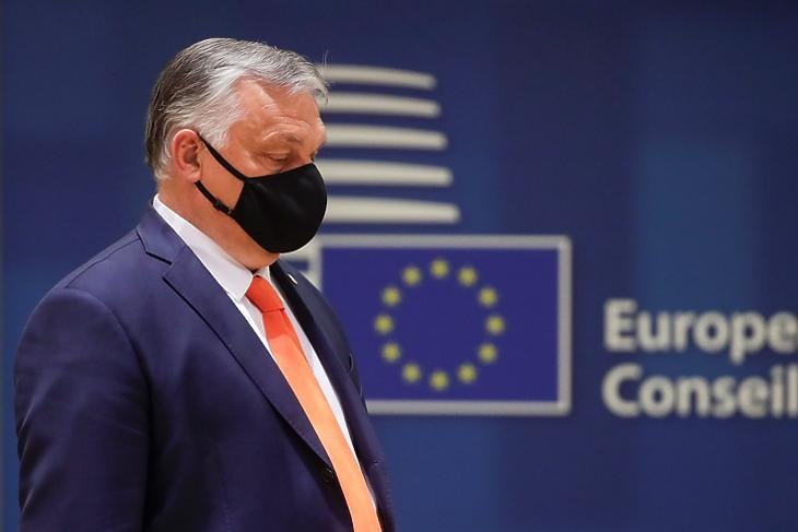 Orbán Viktor miniszterelnök az EU-csúcs előtt Brüsszelben 2021. június 24-én. EPA/OLIVIER HOSLET