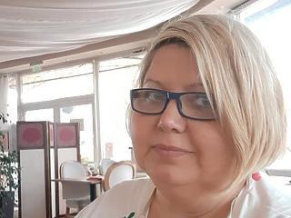 Egy idő után terhes, ha sok részvét zúdul az emberre - videóinterjú Révész Renáta Liliána gyásztanácsadóval