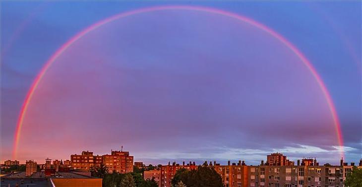 Szivárvány naplementekor Nagykanizsa felett 2021. május 23-án. Illusztráció. (Fotó: MTI/Varga György)