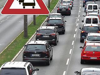 Egyre nagyobb a dugó az osztrák-magyar határon – mi az oka?