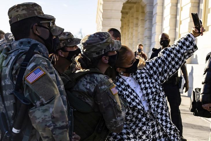 A kémkedés forradalma - betiltott szelfik és leleplezett kamuprofilok