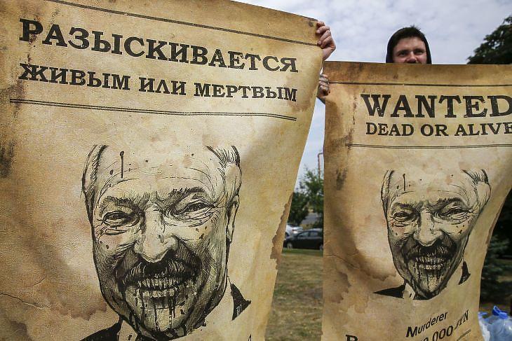 Lukasenka ellenes poszter Minszkben 2020. augusztus 18-án. EPA/TATIANA ZENKOVICH