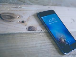 A Samsung vezet a zsugorodó mobilpiacon