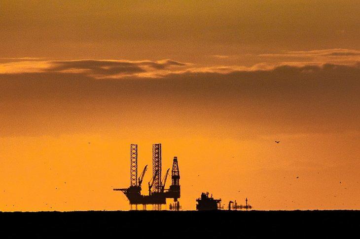 Világutolsó olajcégek, stagnáló magyar munkavállaló-szám Ausztriában