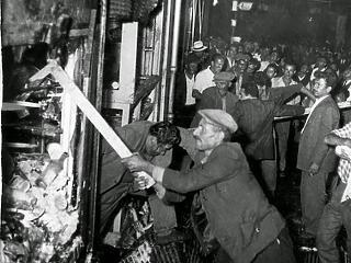 Miért tussolta el a Nyugat az 1955-ös isztambuli pogromot?