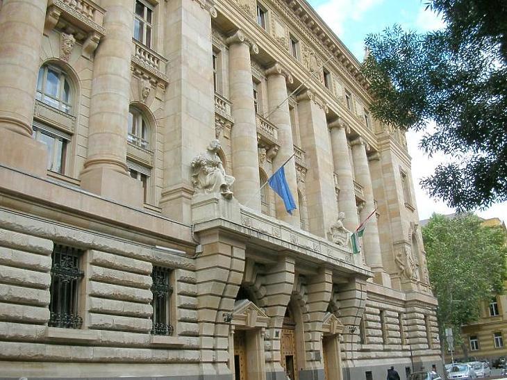 A hitel- és kötvényprogramokon keresztül ösztönözhetik a gazdaságot a Szabadság téren