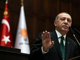 Diktátorhoz méltóan ünnepli az újraválasztását Erdogan