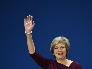 A káosz csúcspontja: lemondott Theresa May