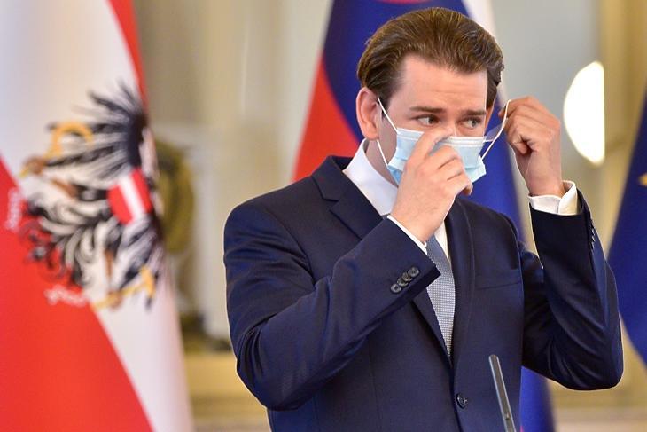 Sebastian Kurz védőmaszkban egy sajtótájékoztatón Ljubljanában 2020. szeptember 8-án. EPA/IGOR KUPLJENIK