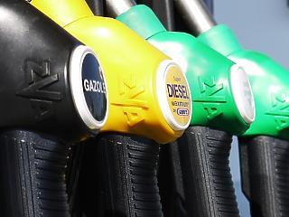 Néhány nap alatt 18 forinttal lett olcsóbb a benzin, 13-mal a dízel