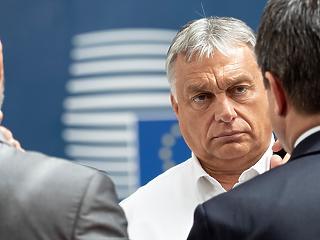Orbán Viktor berúgta az ajtót Brüsszelben – A hét videója
