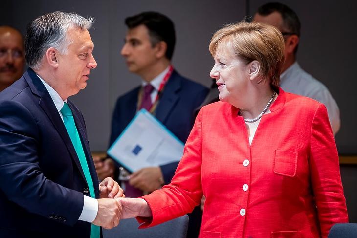Orbán Viktor és Angela Merkel német kancellár egy 2018. júniusi EU-csúcson Brüsszelben.  Forrás: Európai Tanács