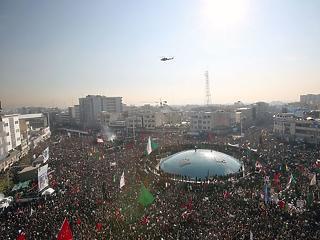A nap képe: gigantikus tömeg siratta a likvidált tábornokot