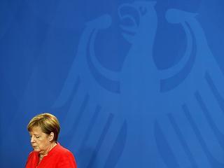 A titkosszolgálat ránthatja ki a szőnyeget Merkel kormánya alól