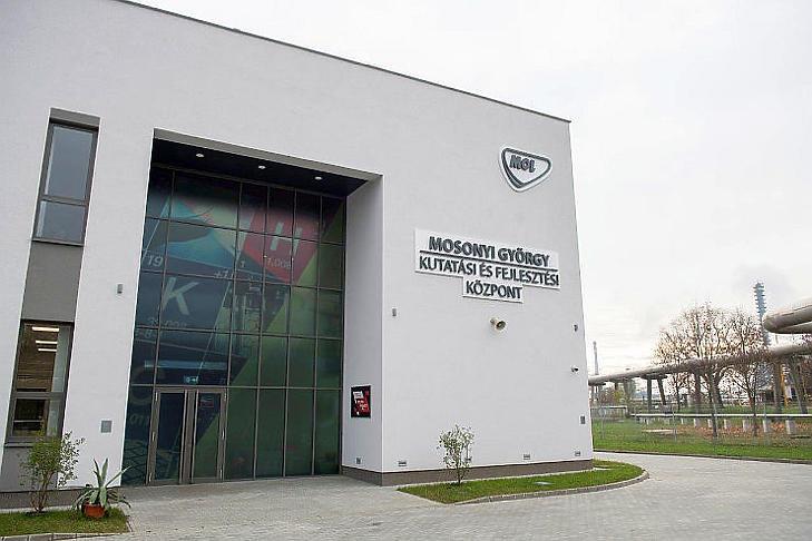 A cég néhai vezérigazgatójának nevét viseli az új K+F központ (Fotó: Mol)
