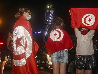 Eszkalálódik a helyzet Tunéziában, közel 500 üzletembert vádolt meg sikkasztással az elnök