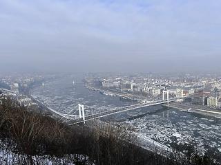 Fullasztó a levegő - több városban is szmog van Magyarországon