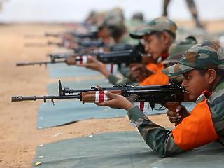 Újabb 50 ezer katonát vezényel a vitatott kínai határra India