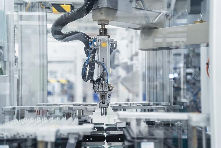 Júniusban már erősödött az ipar, de tavalyhoz képest még mindig gyengélkedik