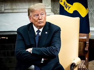 Lángol Trump trónja – betett az elnöknek a vírus és a zavargás
