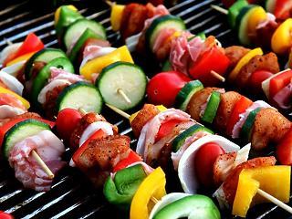 Indul a grillszezon - hogyan készítsünk egészséges ételeket?