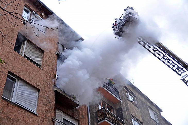 Több mint 30 százalékkal nőtt az otthoni tűzesetek száma, mióta otthon kell maradnunk